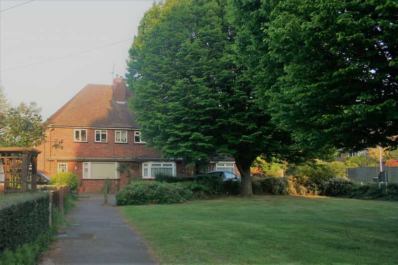 3 Bedrooms Semi Detached House for sale in Allnatt Avenue, Wokingham, Berkshire, RG41
