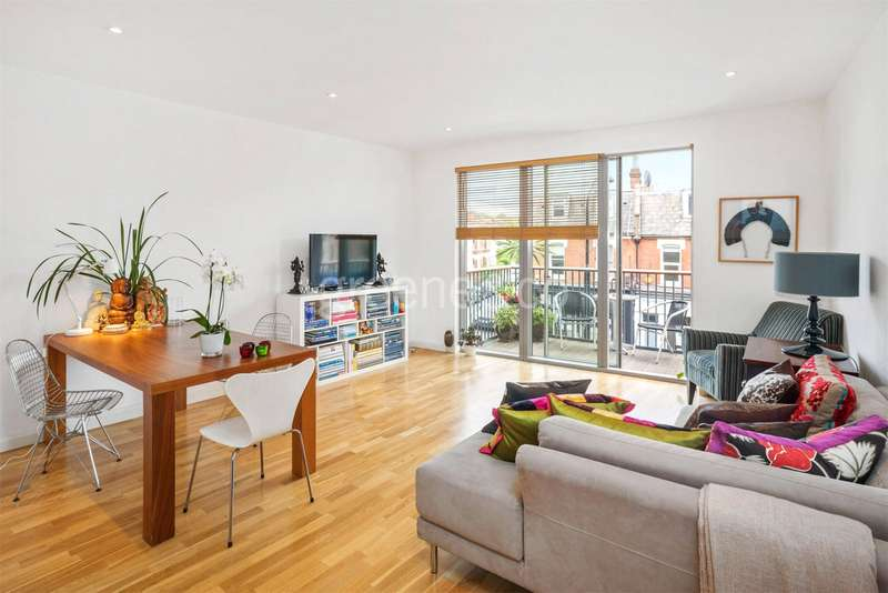 2 Bedrooms Flat for sale in Alfred Court, 53 Fortune Green Road, London, NW6