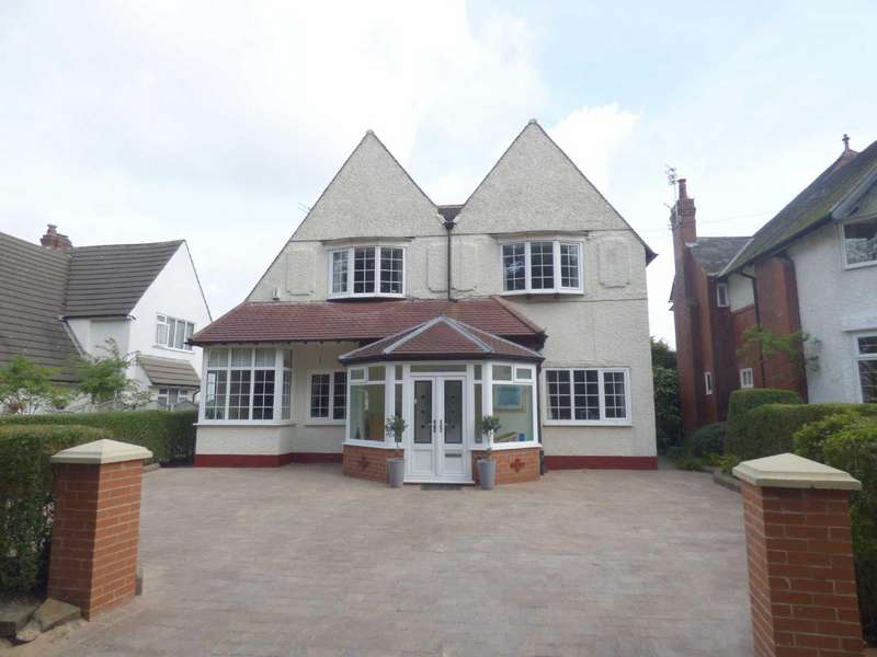 5 Bedrooms Detached House for sale in Alkrington Green, Alkrington, Middleton, Manchester, M24