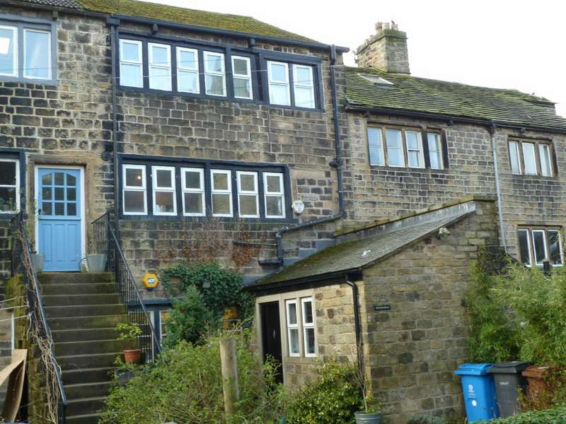 3 Bedrooms Terraced House for sale in Church Road, Uppermill, Saddleworth, OL3
