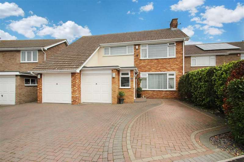 4 Bedrooms Detached House for sale in Vermont Close, East Clacton