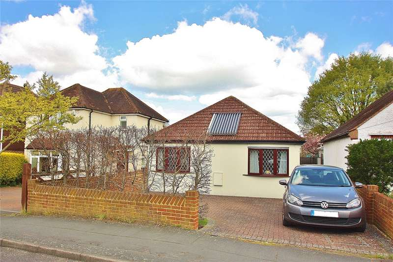 3 Bedrooms Detached Bungalow for sale in Victoria Road, Knaphill, GU21