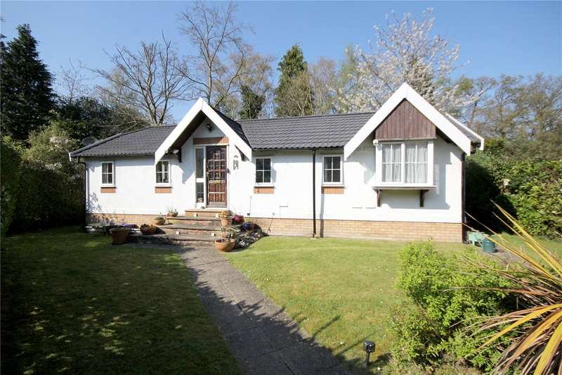 2 Bedrooms Mobile Home for sale in Fangrove Park, Lyne, Surrey, KT16