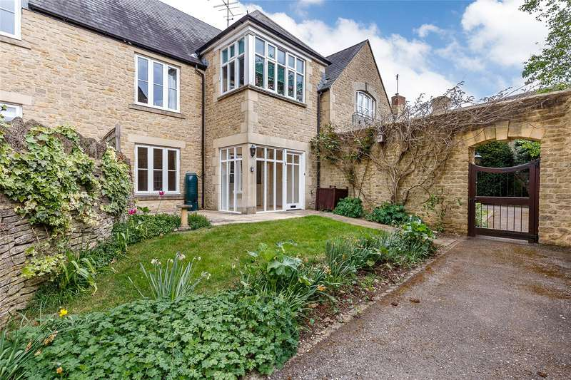 2 Bedrooms Flat for sale in The Playing Close, Charlbury, Chipping Norton, Oxfordshire, OX7