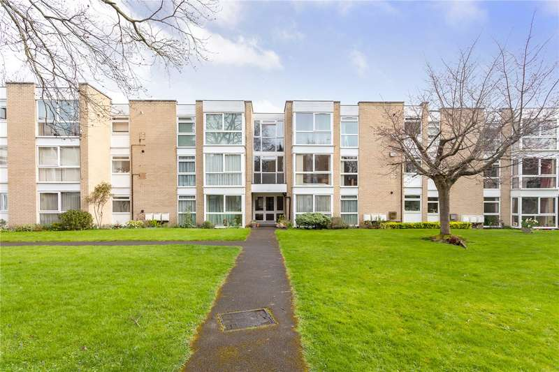 2 Bedrooms Flat for sale in Winchester Close, Enfield, EN1