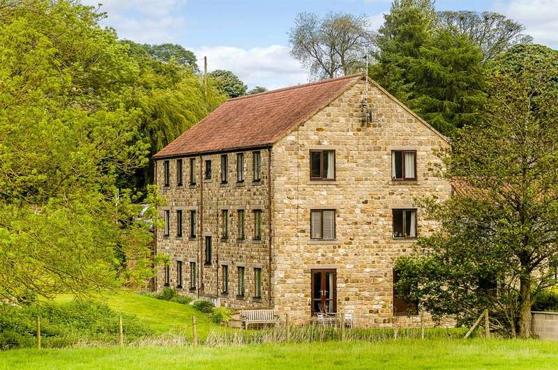 2 Bedrooms Flat for sale in Low Mill Court, Shaw Mills, Harrogate, HG3 3HJ