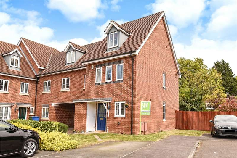 3 Bedrooms Semi Detached House for sale in Alford Close, Sandhurst, Berkshire, GU47