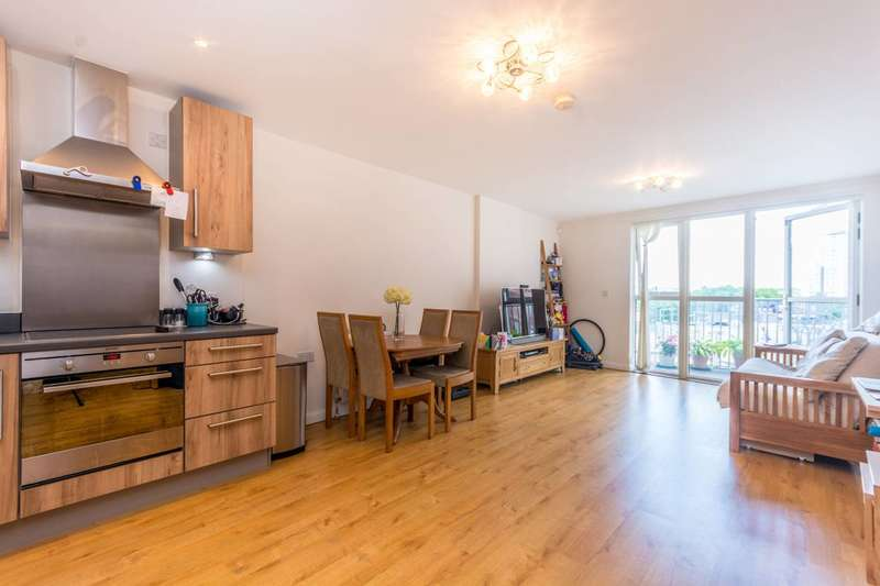 2 Bedrooms Flat for sale in Queensland Road, Arsenal, N7
