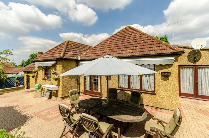 4 Bedrooms Bungalow for sale in Aultone Way, Sutton, SM1