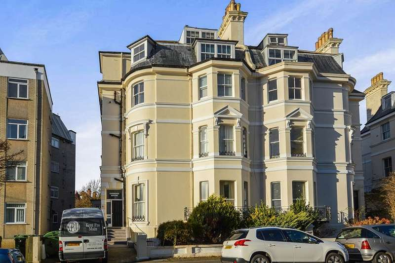2 Bedrooms Flat for sale in Clifton Crescent, Folkestone, CT20