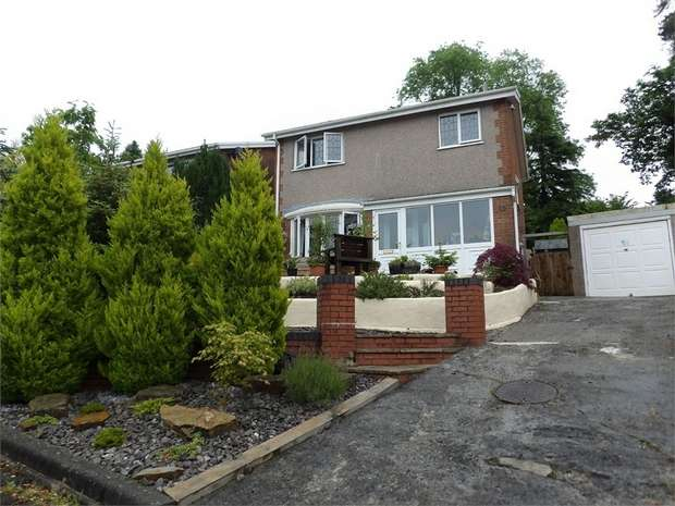 3 Bedrooms Detached House for sale in Fairoak, Ammanford, Carmarthenshire
