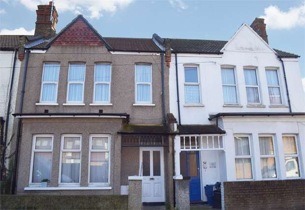 2 Bedrooms Flat for sale in Beresford Road, Southend-on-Sea, Essex