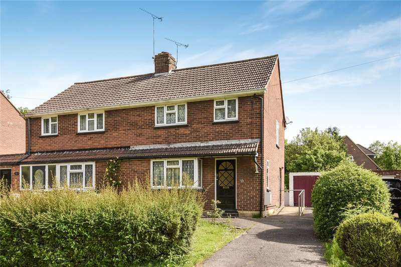 3 Bedrooms Semi Detached House for sale in Yorktown Road, Sandhurst, Berkshire, GU47