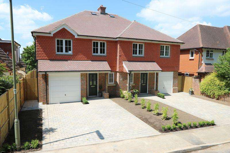 4 Bedrooms Semi Detached House for sale in Busbridge