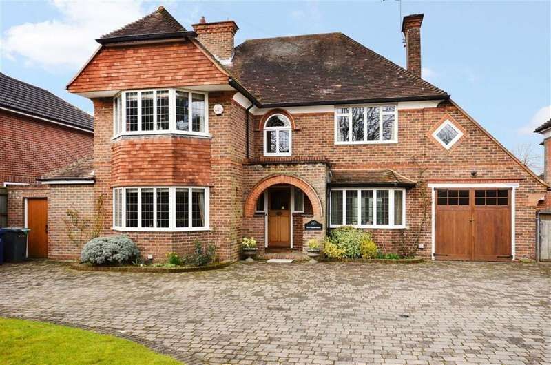 5 Bedrooms Detached House for sale in Lynch Road, Farnham