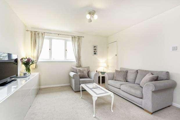 2 Bedrooms Maisonette Flat for sale in Leatherhead, Surrey