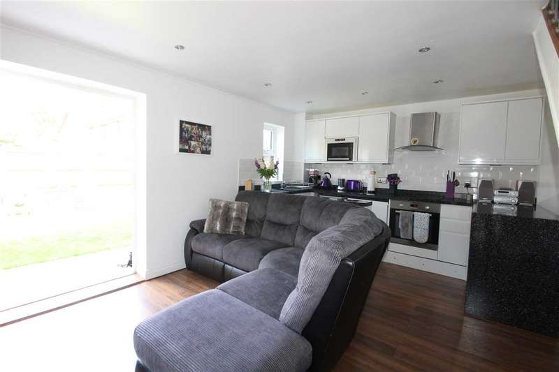 1 Bedroom End Of Terrace House for sale in Southend on Sea