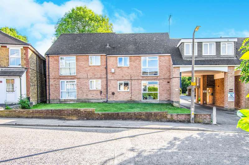 1 Bedroom Ground Flat for sale in Cluff Court, Junction Road, Warley, Brentwood, CM14