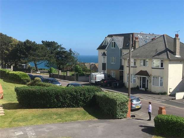 2 Bedrooms Flat for sale in Sea Road, Boscombe Spa, Bournemouth