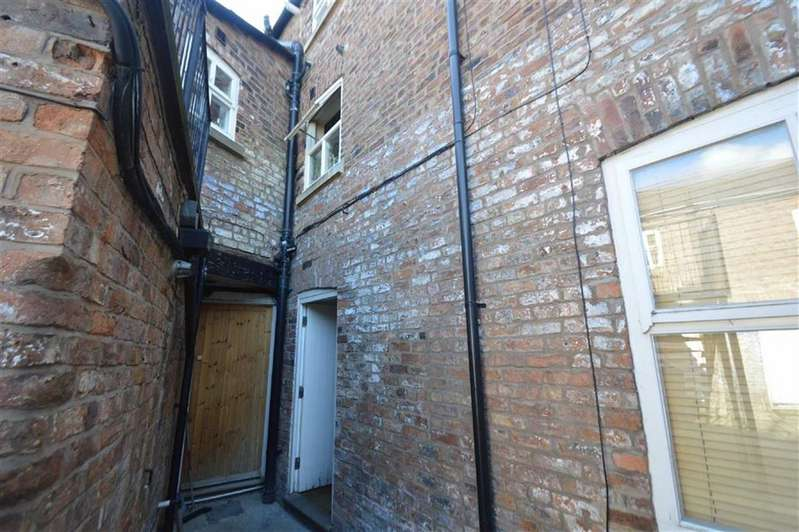 2 Bedrooms Flat for sale in Mill Lane, Macclesfield