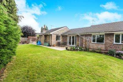 4 Bedrooms Bungalow for sale in The Beeches, Upton-Upon-Severn, Worcester, Worcestershire