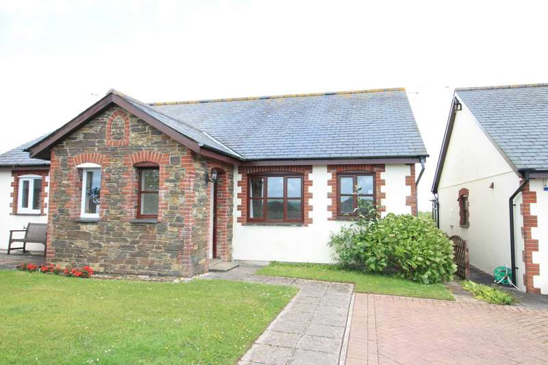 2 Bedrooms Semi Detached Bungalow for sale in East Looe