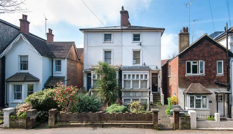 1 Bedroom Flat for sale in Horsham Road, Dorking, Surrey, RH4