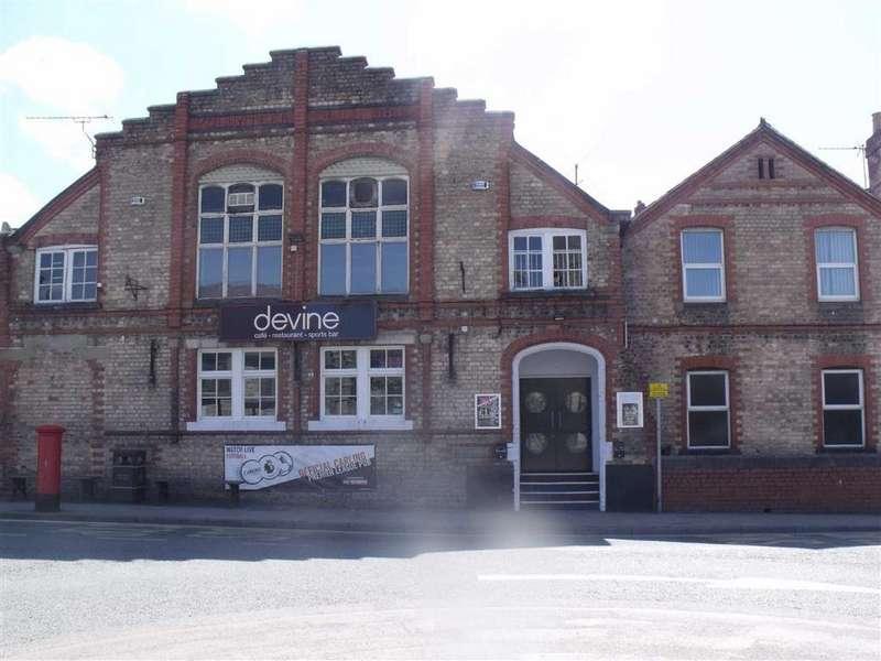 Mews House for sale in Lenten Pool, Denbigh
