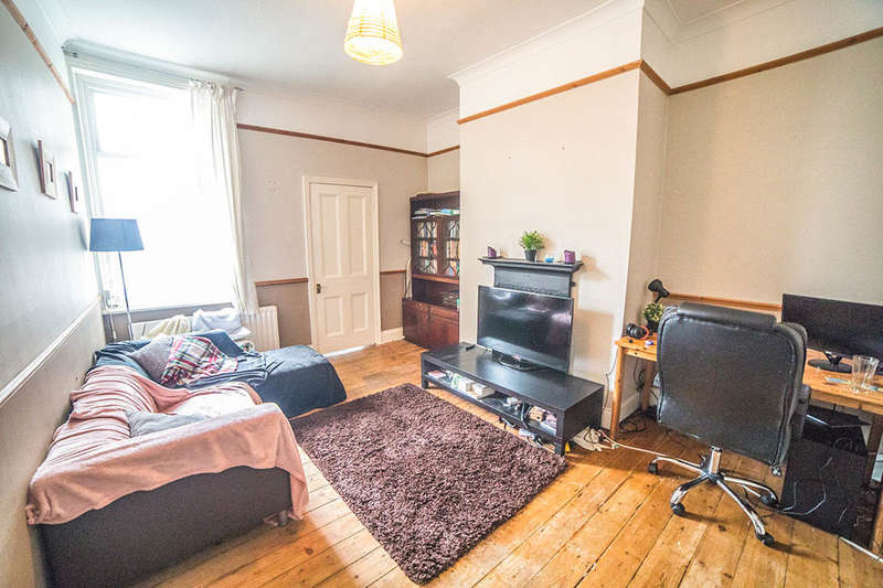 2 Bedrooms Flat for sale in Addycombe Terrace, Newcastle Upon Tyne, NE6