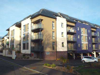 2 Bedrooms Flat for sale in Bar Road, Falmouth, Cornwall