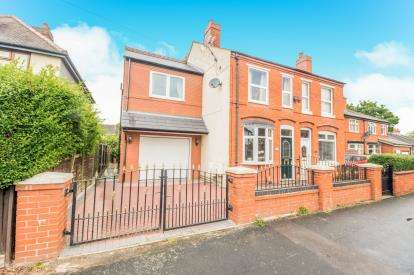 4 Bedrooms Semi Detached House for sale in Ravenscroft Road, Willenhall, West Midlands