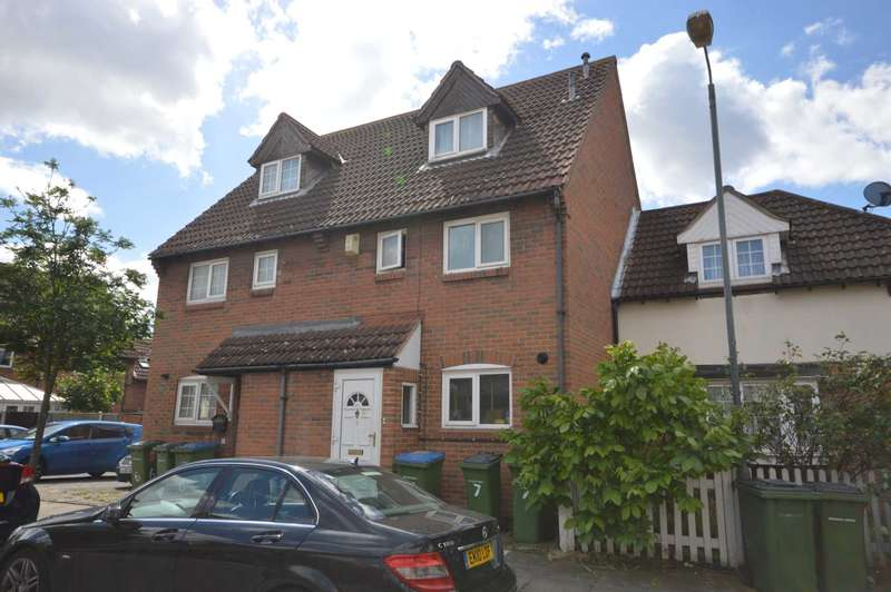 3 Bedrooms House for sale in Nickleby Close, Thamesmead