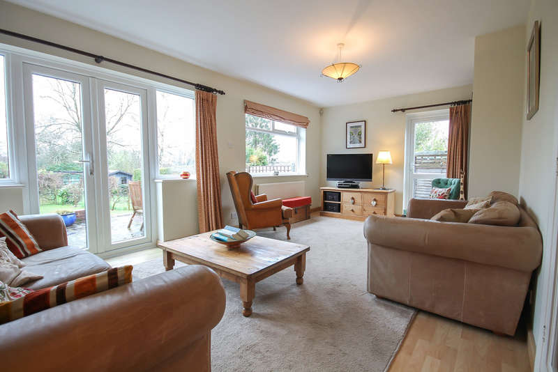 4 Bedrooms Semi Detached House for sale in West Street, Dormansland