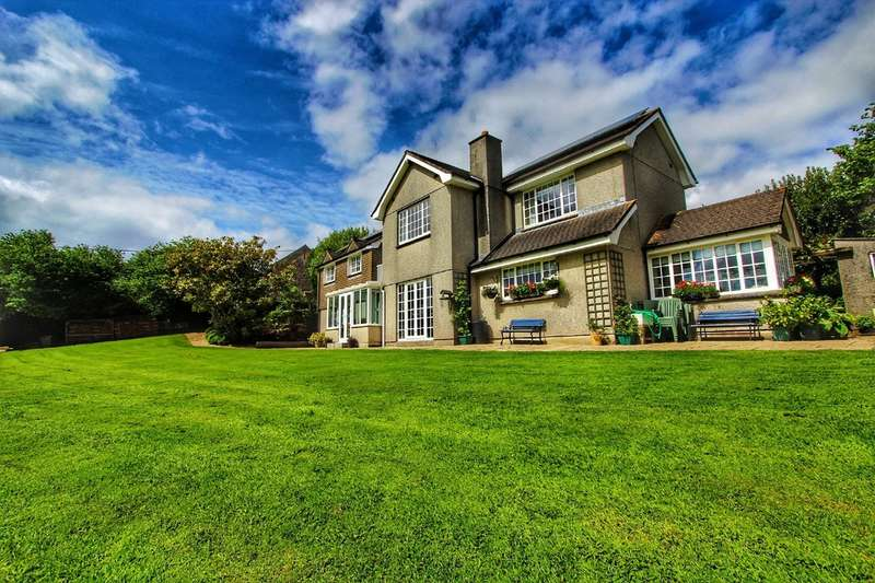 4 Bedrooms Detached House for sale in Lower Clicker Road, Menheniot