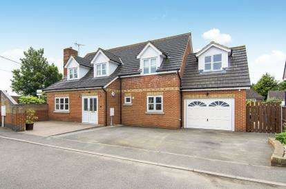 4 Bedrooms Detached House for sale in Farm Road, Orsett, Grays
