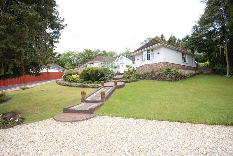 4 Bedrooms Detached Bungalow for sale in 84, Main Street, Maesycwmmer, Hengoed CF82