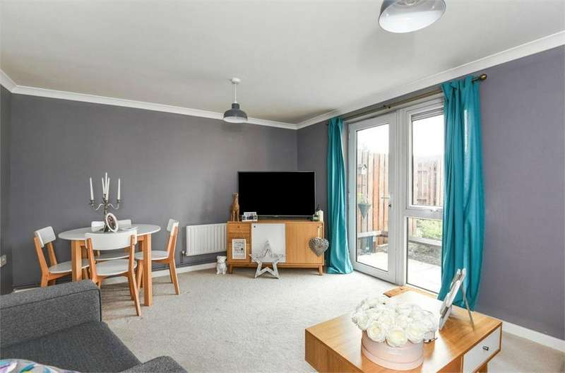 1 Bedroom Flat for sale in Barley Court, Victory Close, Staines-upon-Thames, Surrey