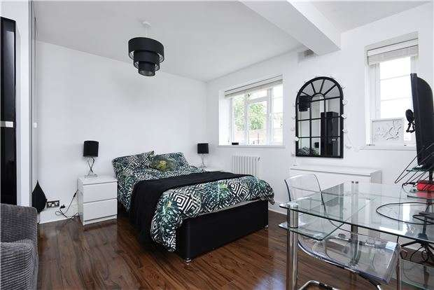 2 Bedrooms Flat for sale in Warwick Gardens, London Road, THORNTON HEATH, Surrey, CR7