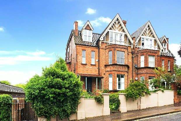 2 Bedrooms Flat for sale in Arkwright Road, Hampstead, NW3