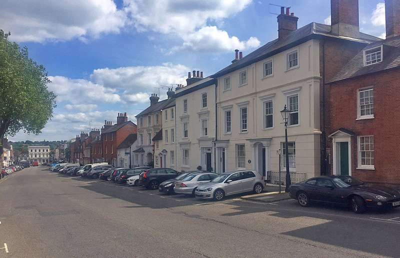 3 Bedrooms Flat for sale in Castle Street, Farnham, Surrey, GU9