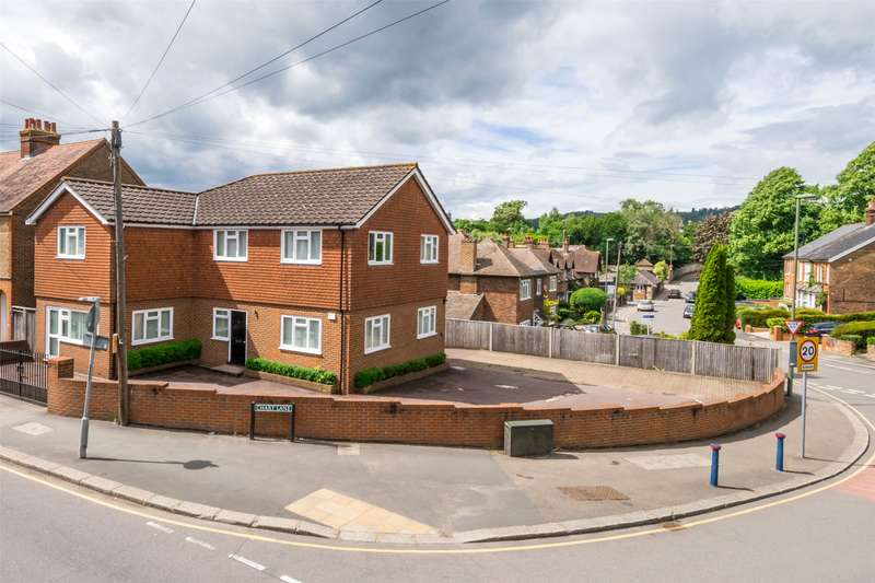 4 Bedrooms Detached House for sale in West Road, Reigate, Surrey, RH2