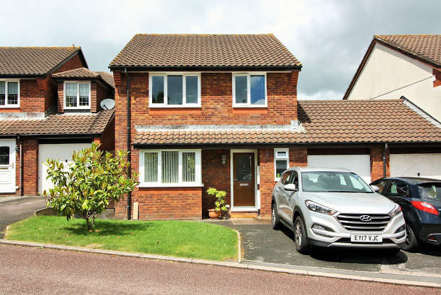 4 Bedrooms Detached House for sale in Kenbury Drive, Exeter, EX2