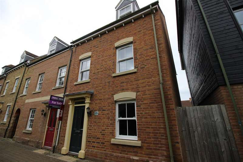 3 Bedrooms Property for sale in Stonehenge Road, Swindon
