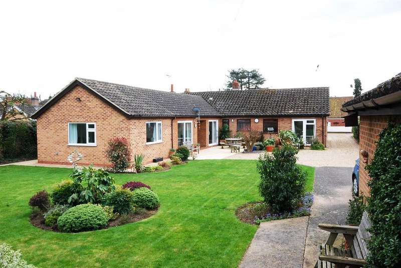 4 Bedrooms Detached Bungalow for sale in Trent Lane, South Clifton, Newark