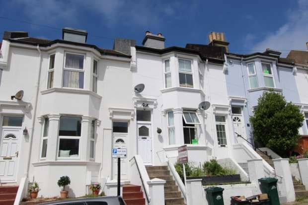 3 Bedrooms Apartment Flat for sale in Crescent Road Brighton