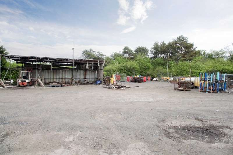 4 Bedrooms Commercial Property