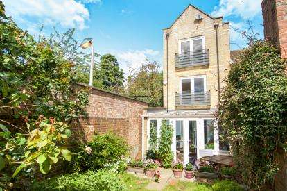 3 Bedrooms End Of Terrace House for sale in Bow, London, England