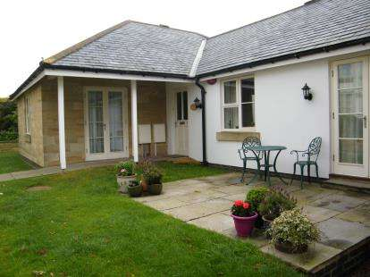2 Bedrooms Bungalow for sale in Manor Close, Whitby, North Yorkshire