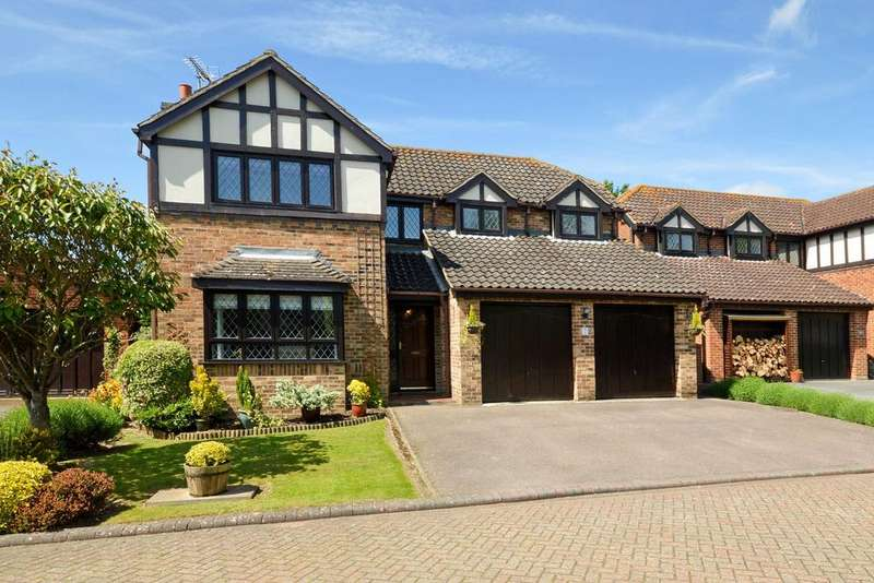 4 Bedrooms Detached House for sale in Hamstreet, TN26