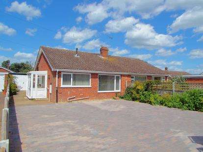 2 Bedrooms Bungalow for sale in Lingwood, Norwich, Norfolk